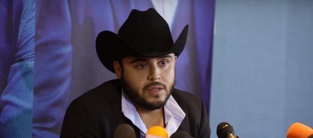 Gerardo Ortiz en conferencia de prensa