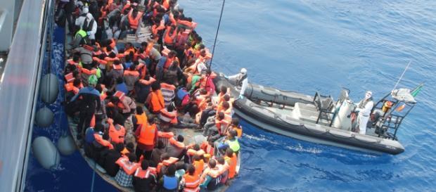 Refugiados entram na Grécia pelo Mar Egeu