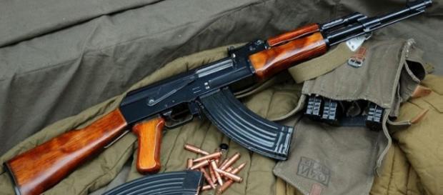 Un arresto per i 28 colpi di kalashnikov