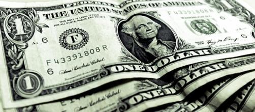 Dólar despencou nesta segunda-feira