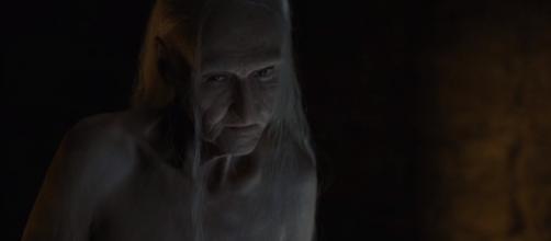 Um grande segredo de Melisandre, a da vermelha, é revelado no primeiro episódio da sexta temporada de Game of Thrones.