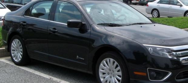 Carro de modelo equivalente ao utilizado pelo ex-presidente Lula, que foi autuado em diversas infrações de trânsito.