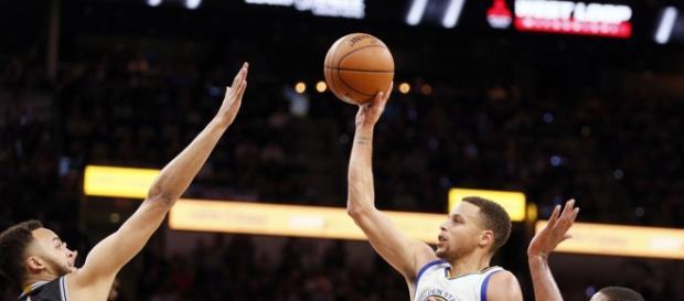 Stephen Curry teve mais uma atuação incrível pelos Warriors
