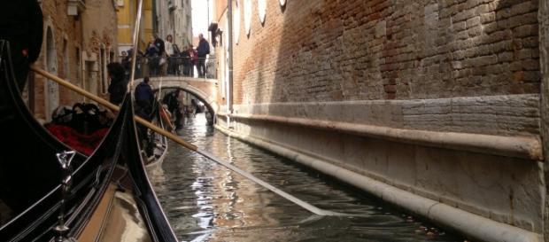 Viajando en góndola por Venecia