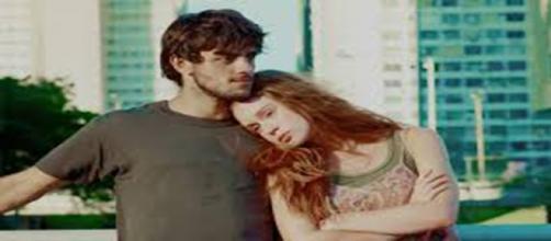 Jonatas e Eliza, atores da novela Totalmente Demais