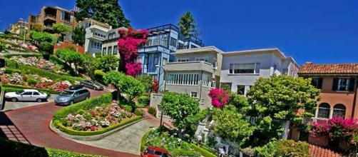 Las sinuosas curvas de Lombard Street en San Francisco