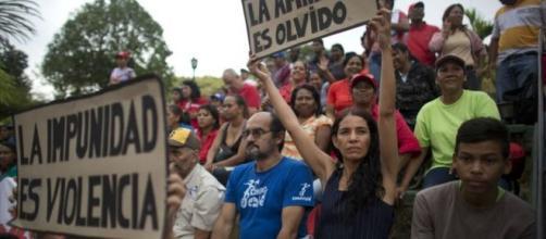 Partidarios del Presidente Maduro oponiéndose a la Amnístia