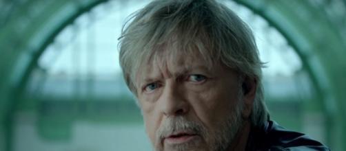 """Renaud dans son clip """"Toujours debout"""" sorti le 26 février."""