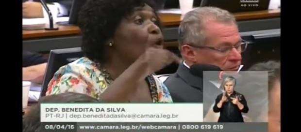 Benedita da Silva defende o governo do PT