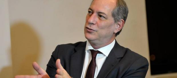 Ciro Gomes chama Eduardo Cunha de ladrão