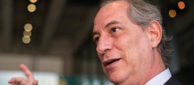 Ciro Gomes defende o governo de Dilma Rousseff