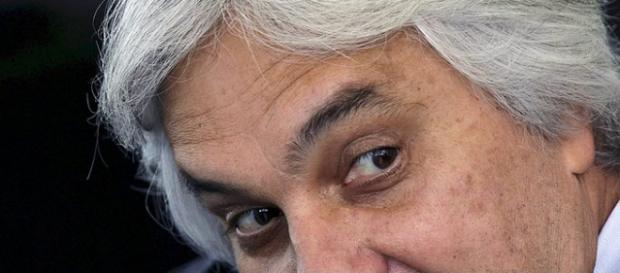 Delcidio do Amaral diz que governo tenta ganhar tempo