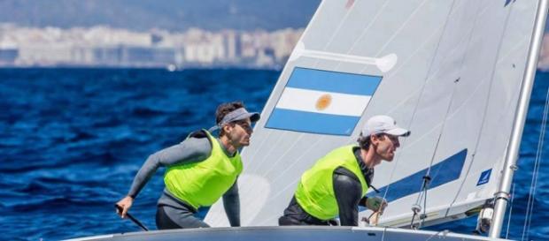 Destacada actuación de la dupla argentina Lucas Calabrese y Juan De La Fuente en el Europeo de clase 470