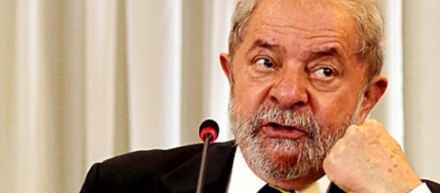 Lula fez cara feia enquanto discursa - Imagem/Google