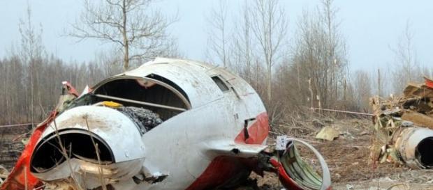 L'aereo del presidente polacco schiantato al suolo.