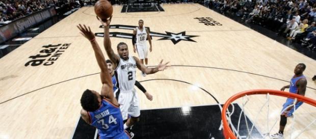 Triunfo y marca histórica en condición de local para los Spurs