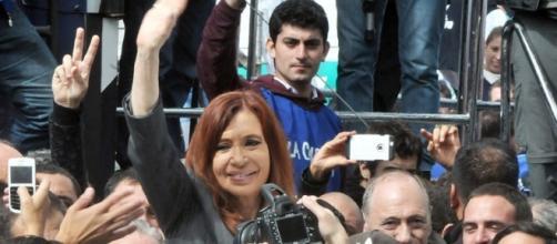 CFK llamó a la unión sin odio de argentinos perjudicados por Macri en defensa de sus derechos