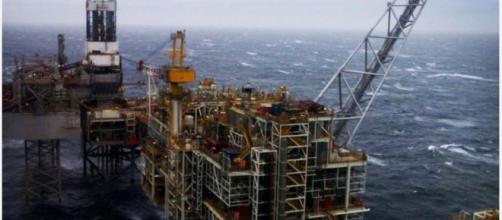 Trivella di estrazione idrocarburi in mare
