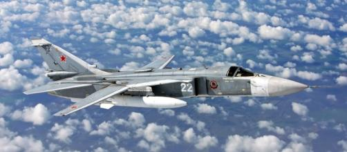 Varios Sukhoi SU-24 como el mostrado sobrevolaron muy de cerca el buque americano