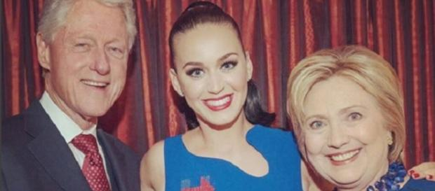 Katy Perry junto a Hillary y Bill Clinton