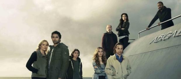 Los protagonistas de Fear The Walking Dead junto Abigail, el barco con el que huyen de Los Angeles.