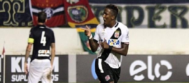Thalles, autor do gol da vitória do Vasco sobe o Remo