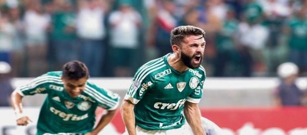 Allione, autor de dois gols na vitória do Palmeiras