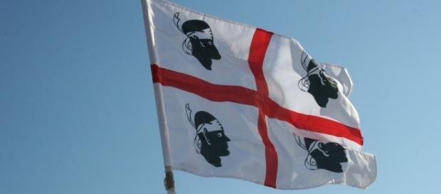 Bandiera con i quattro mori simbolo della Sardegna