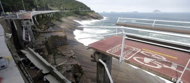 Ciclovia desaba no Rio de Janeiro