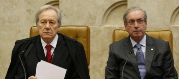 Ministro do STF ao lado de Eduardo Cunha