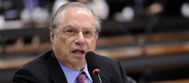 Nome de Paulo Maluf continua na lista da Interpol