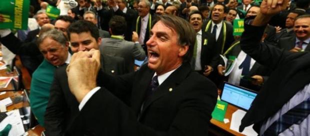 Bolsonaro chama Dilma Rousseff de terrorista