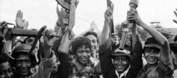 Khmerii Roșii preluau puterea în Cambogia