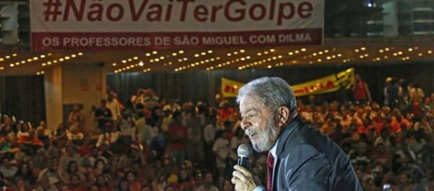 Lula fala em ato contra impeachment de Dilma em Brasília