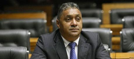 Deputado Tiririca terá que votar contra ou a favor de Dilma
