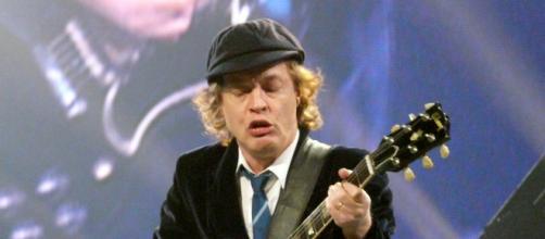 Angus Young compartió el escenario con Guns N' Roses
