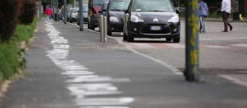 Messaggio scritto sul marciapiede a Milano: dedica d'amore lunga 500 metri