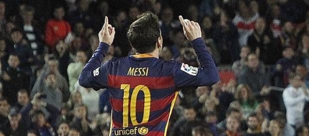 Messi comemorando seu gol 500 na carreira