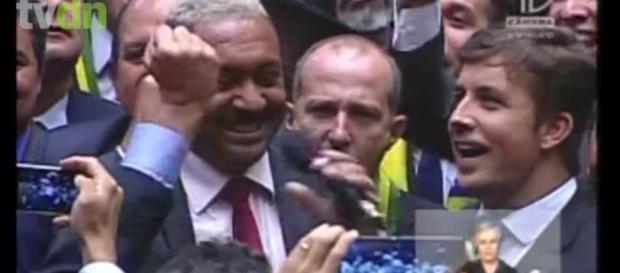 Tiririca após encontro com Lula, vota sim pelo impeachment