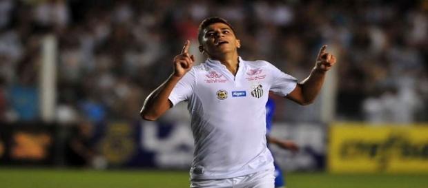 Vitor Bueno fez os dois gols do Santos contra o São Bento.