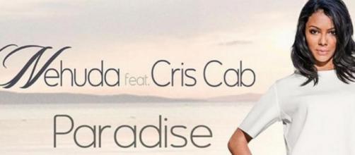 """Nenhuda, complètement photoshopée sur la pochette de son single """"Paradise"""""""