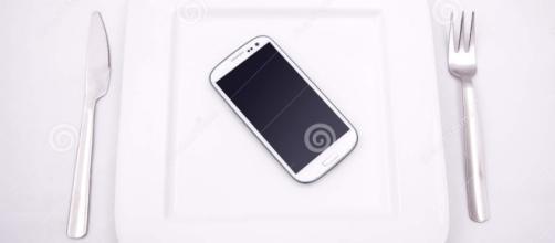 Nuestros Smartphone ya son uno mas en la mesa