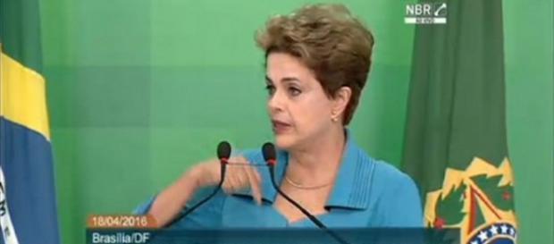 Dilma alfineta Temer e Cunha durante pronunciamento