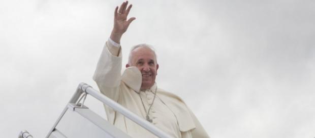 Papa Francesco in viaggio a Lebos