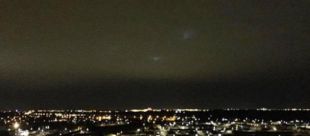 UFO: avvistate ieri sera strane luci che volano sopra Liverpool, secondo gli ufologi potrebbe essere la prova di vita aliena