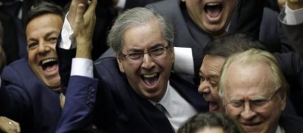 Votação é presidida por Eduardo Cunha, ícone da oposição do Governo