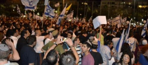 Tel Aviv rally supporting the Hebron shooter, Elor Azari. Credit to Middle East Eye: https://twitter.com/MiddleEastEye/status/722820959443501057
