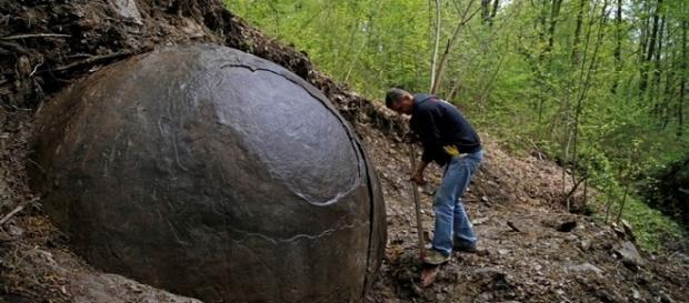Rocha esférica encontrada na Bósnia-Herzegovina