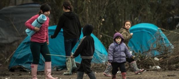 Varios refugiados viviendo en tiendas de campaña