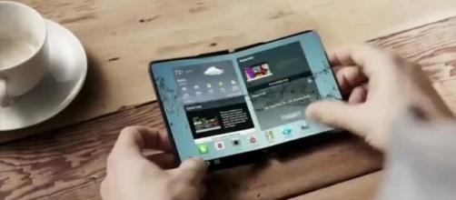 Prototipo de dispositivo con pantalla plegable de Samsung